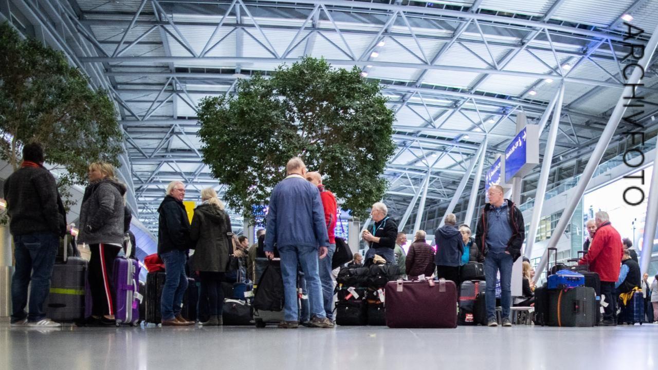 Streik am Flughafen Düsseldorf Reisenden droht Gepäck