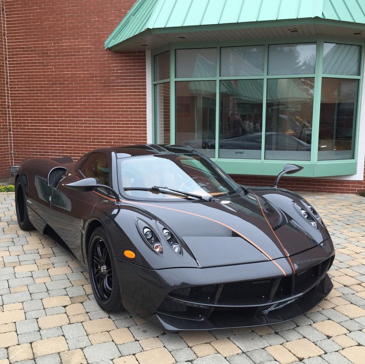 Pagani Huayra made out of Black gloss Carbon Fiber w/ gold