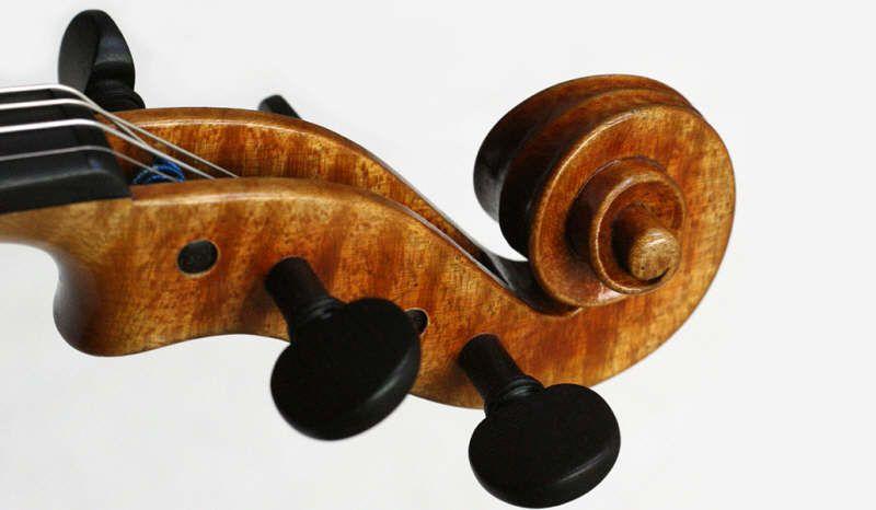 Como Afinar Un Violín Para Poder Afinar Un Violín Es Necesario Contar Con Alguna Referencia Es Practicante I Violines Peliculas Sobre Musica Revista Musical