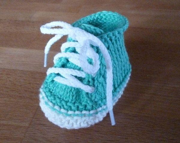 kostenlose Strickanleitung für moderne Babyschuhe  +++ free pattern for cool baby bootee #knitteddollpatterns