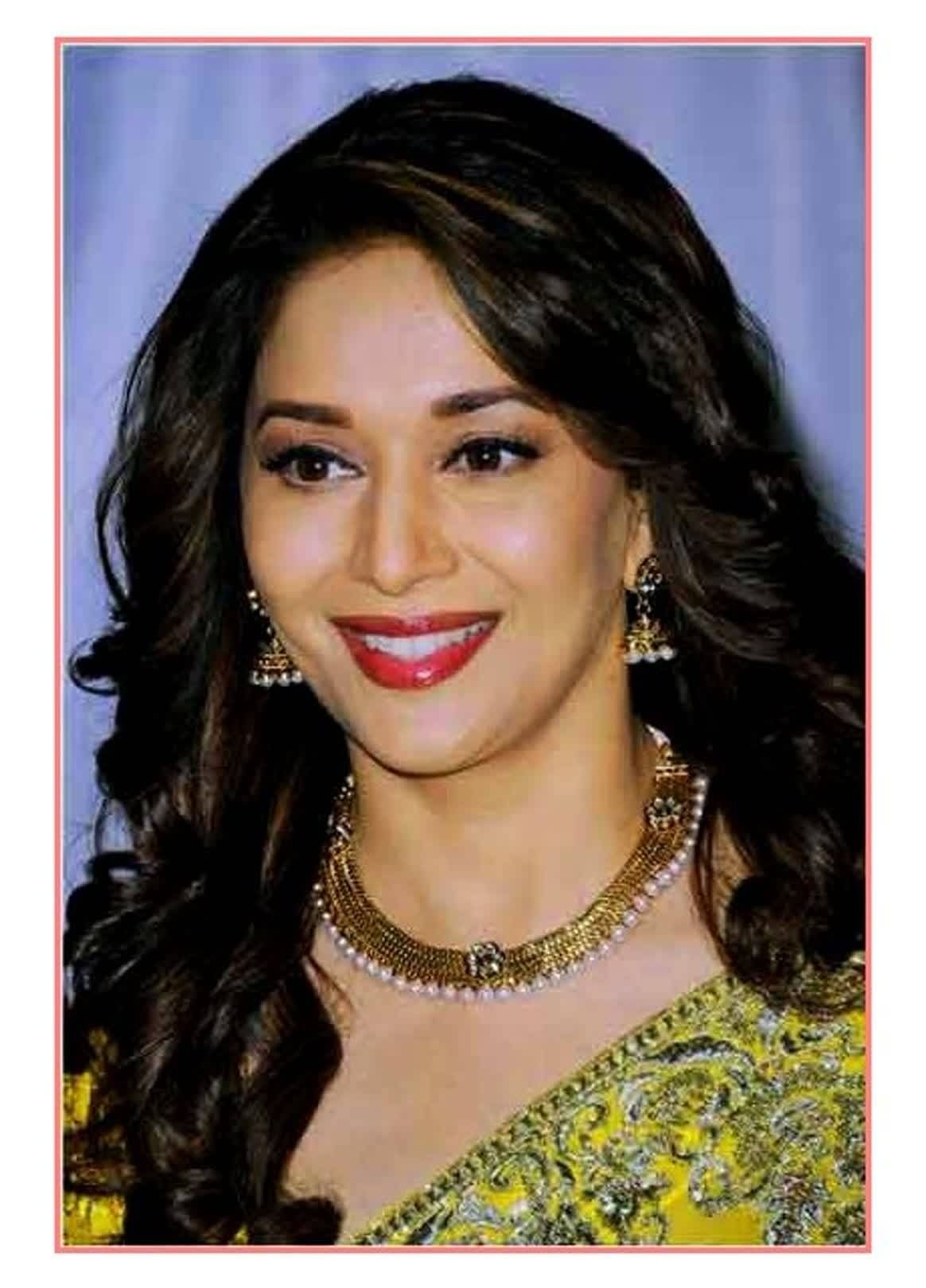Pin By Shradha Borkute On Wedding Looks In 2020 Curly Hair Styles Hair Styles Hairstyles For Round Faces