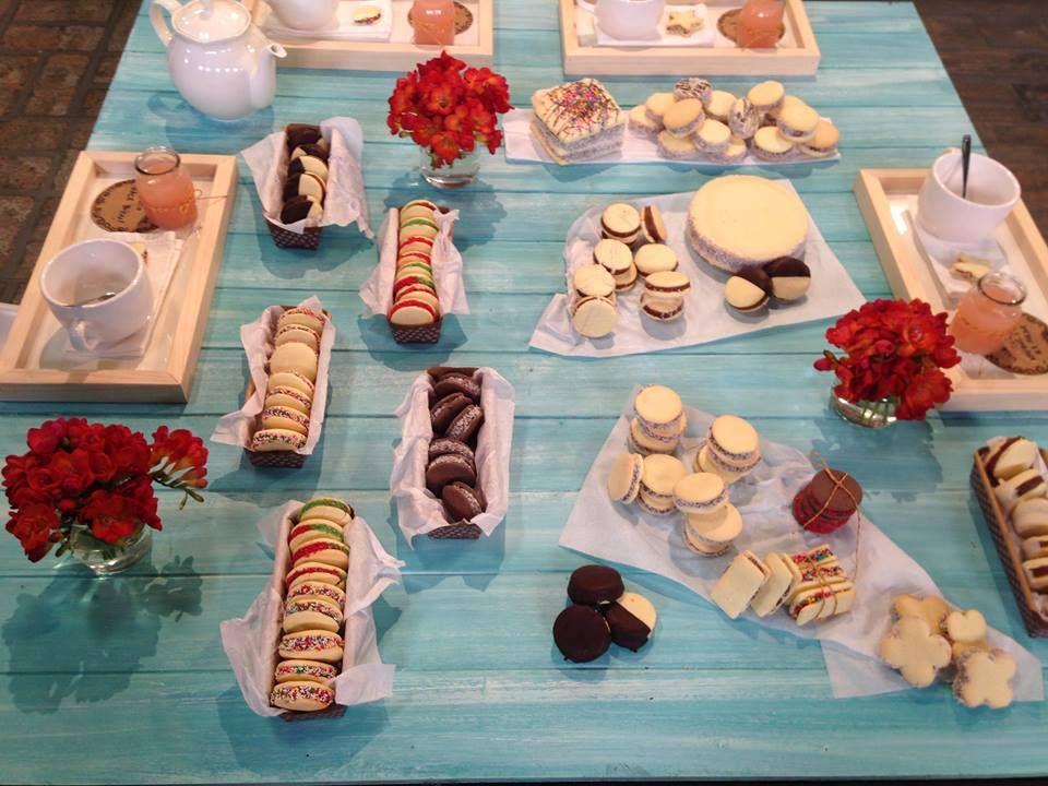 ALFAJORES DE MAICENA: Cuadarados, redondos, finitos, bañados en chocolate, Torta alfajor, con granas. Jugo de pomelo
