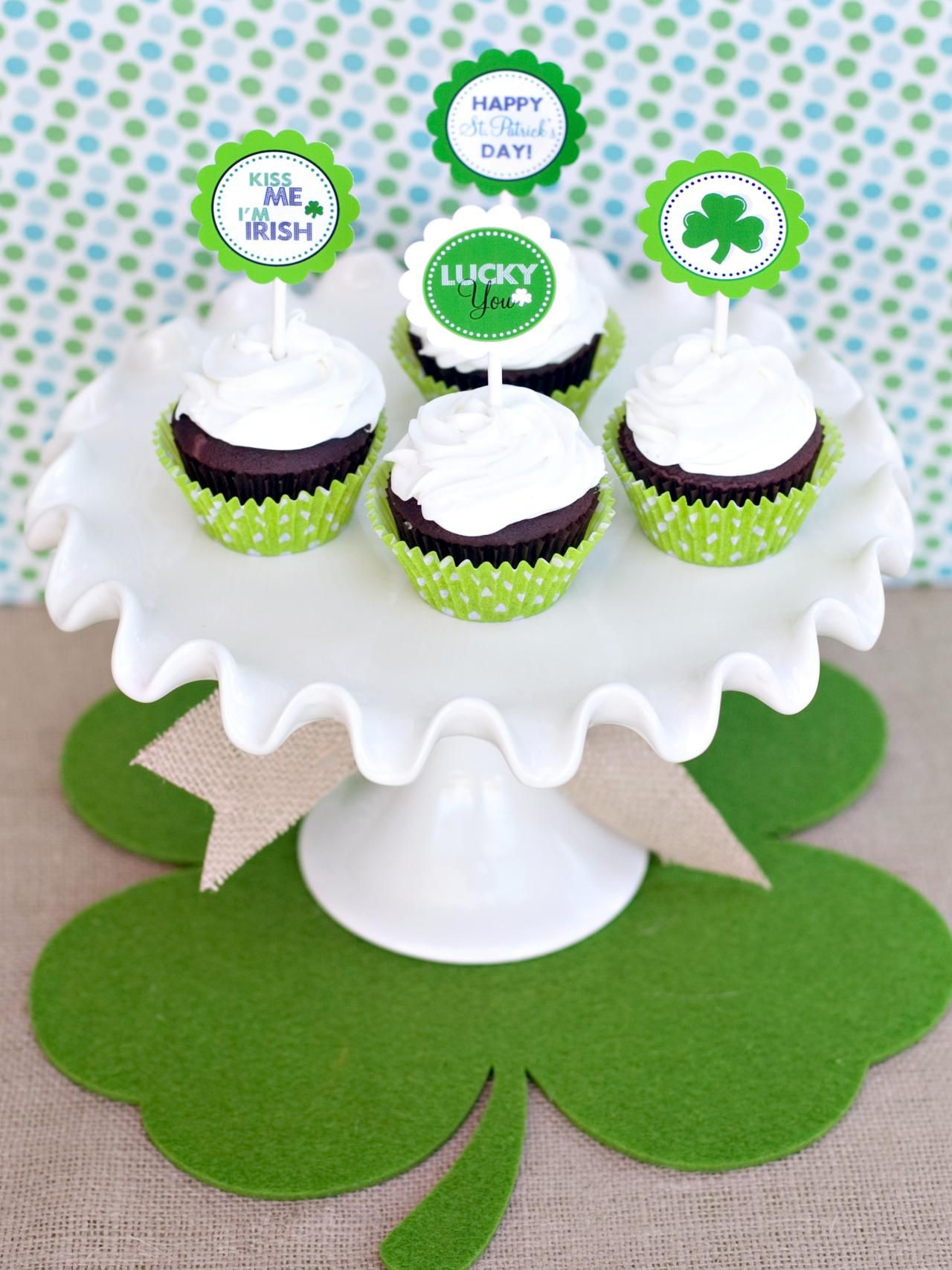 St. Patrick's Day Cupcake Toppers | Easy Crafts and Homemade Decorating & Gift Ideas | HGTV