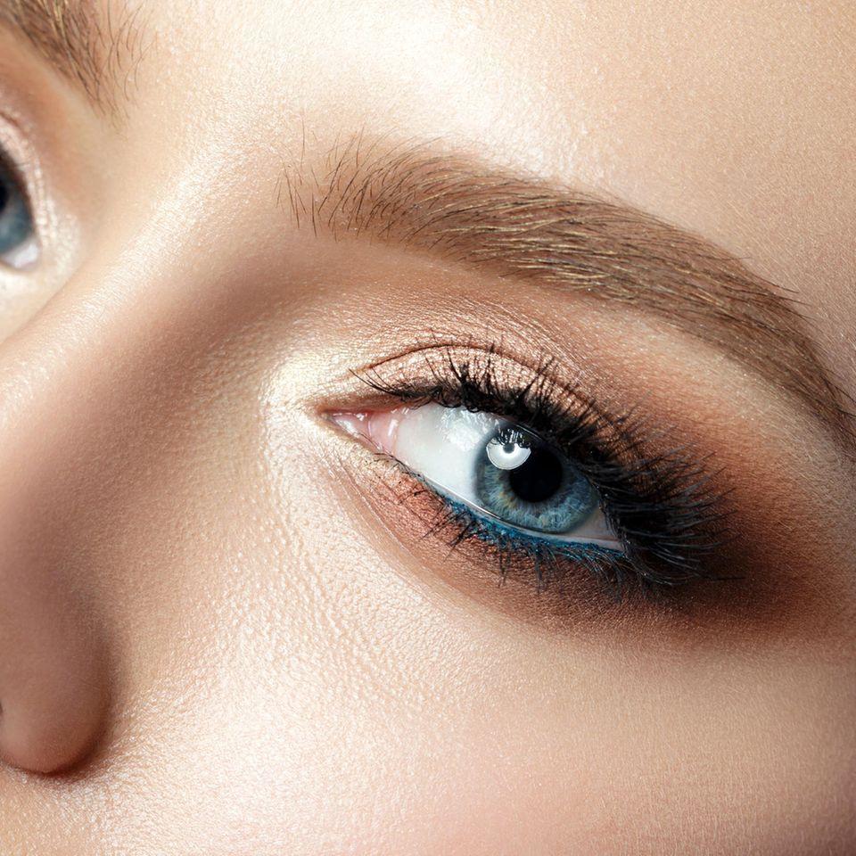 Blaue Augen schminken - Tipps und Tricks (mit Bildern