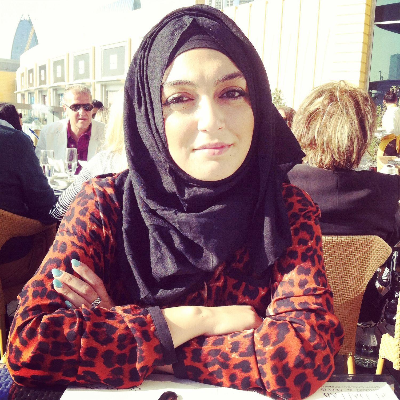 طبيبه من سلطنة عمان ارملة ابي زواج عرفي من مهاجر في تركيا Fashion Hijab
