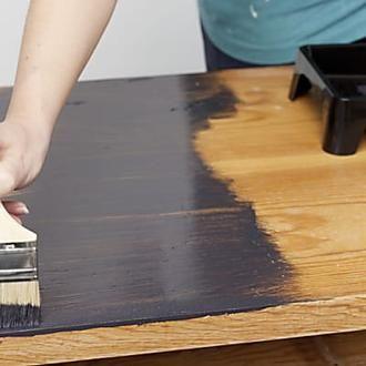 comment peindre un meuble vernis m6 maison saint. Black Bedroom Furniture Sets. Home Design Ideas