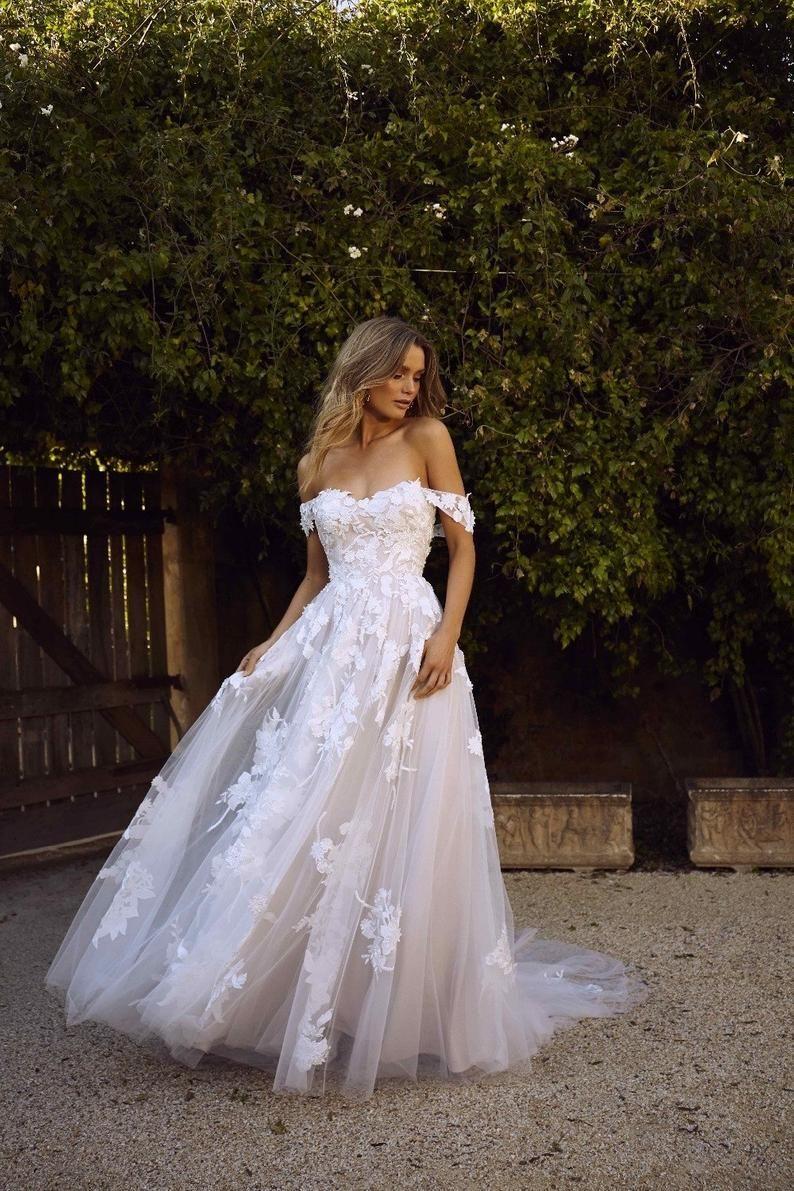 Vintage Wedding Dresses Short Sleeve Unique Wedding Dress Etsy White Beach Wedding Dresses Wedding Dress Train Wedding Dresses [ 1191 x 794 Pixel ]