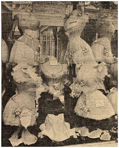 """vetrina di un negozio di busti a Parigi, dalla rivista francese """"Femina"""" del 1900  Paris 1900"""