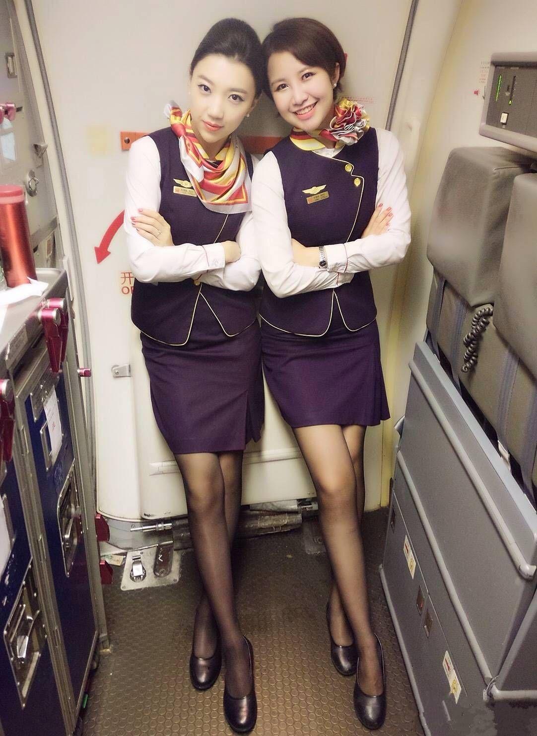 yaponskie-styuardessi-so-svoimi-uslugami