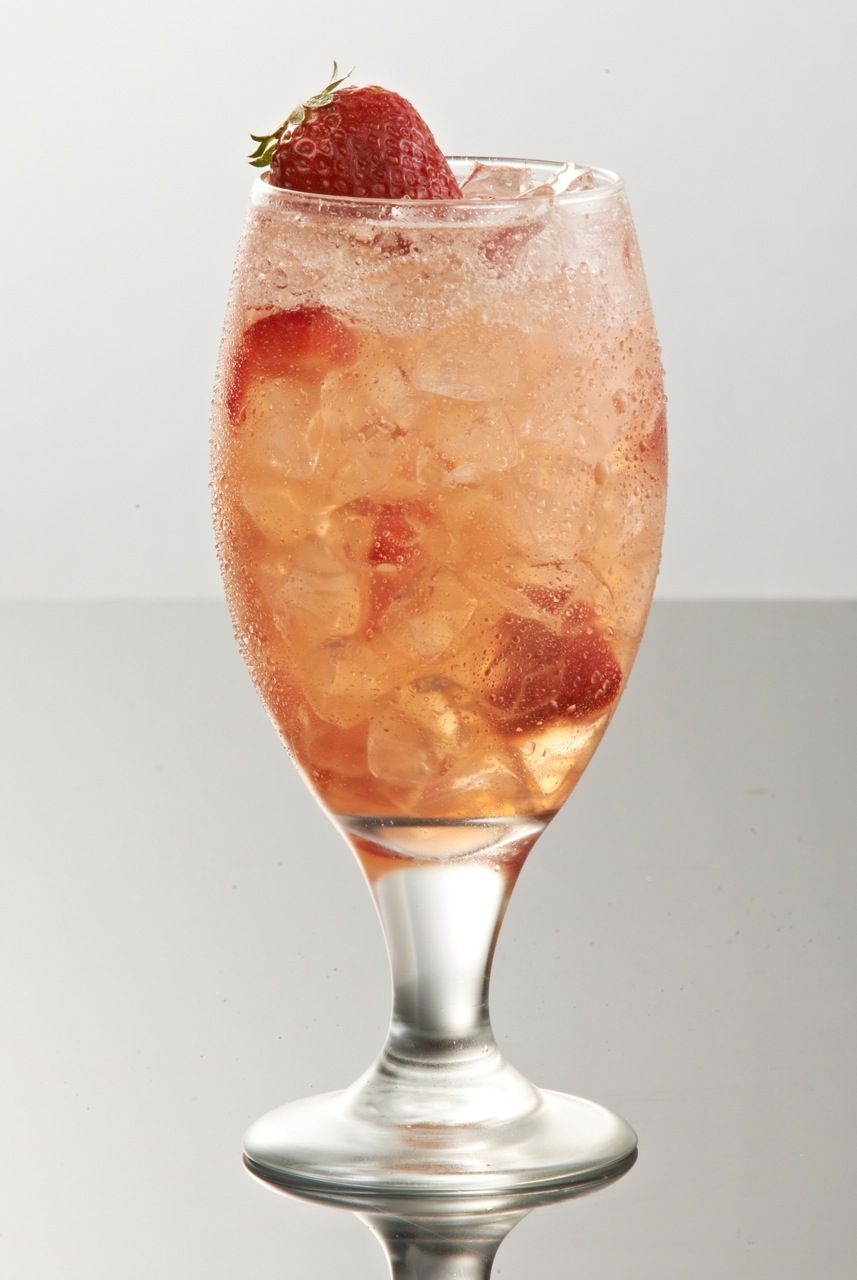 Moscato Lemonade Champagne And Strawberries Shake