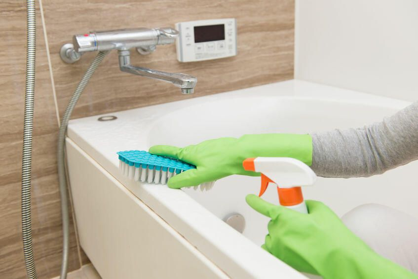 お風呂の赤カビとは 覚えておきたい原因と簡単に再発させない方法を紹介 ネタりか お風呂 家事