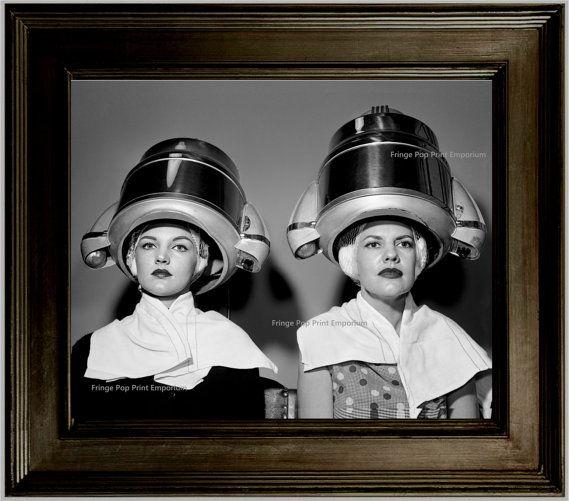 Parrucchiere Stampa artistica 8 x 10 – Retro Kitsch 1950's Women at Hair Salon – Estetista – Stilista Asciugacapelli Space Age Asciugacapelli Kitsch Art for Salon