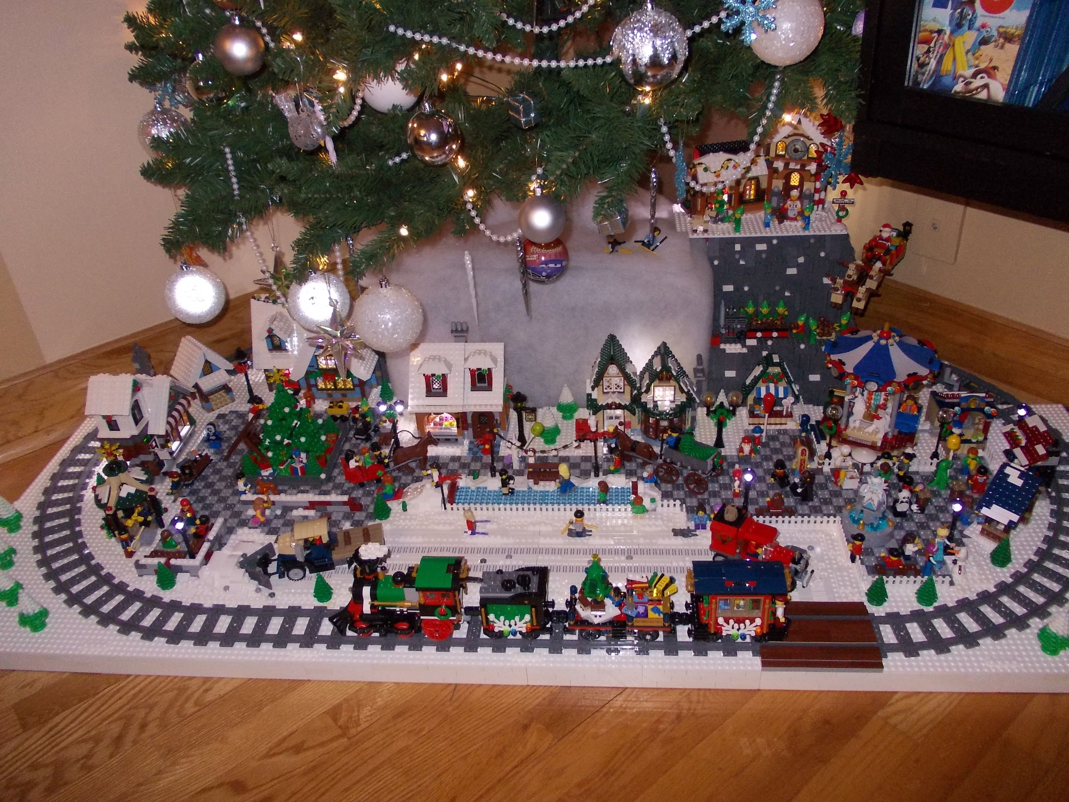 Train Sapin De Noel DSCN2933 | Lego christmas, Lego christmas village, Lego holiday train