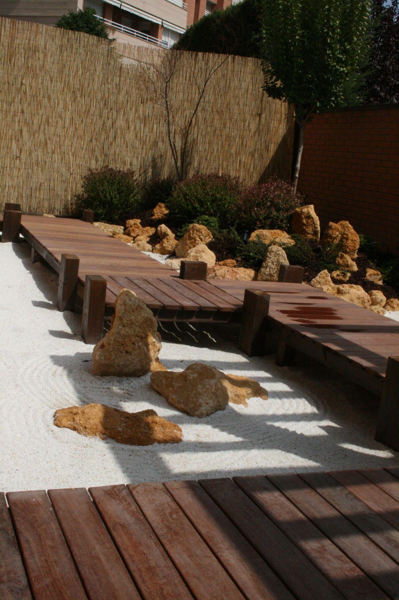 jardin japones con pergola moderna lerida