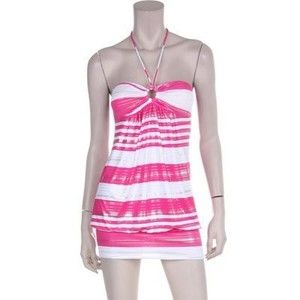 What a lovely summer dress to wear to the beach.