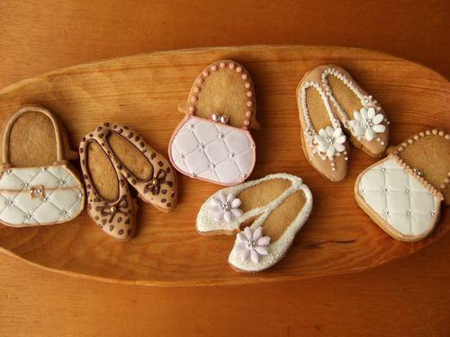 バレンタインデーまであと1週間ですねぇ。   先週の土曜にファヴォリータさんへ持って行ったアイシングクッキー。  バレンタイン前ということで、そ...
