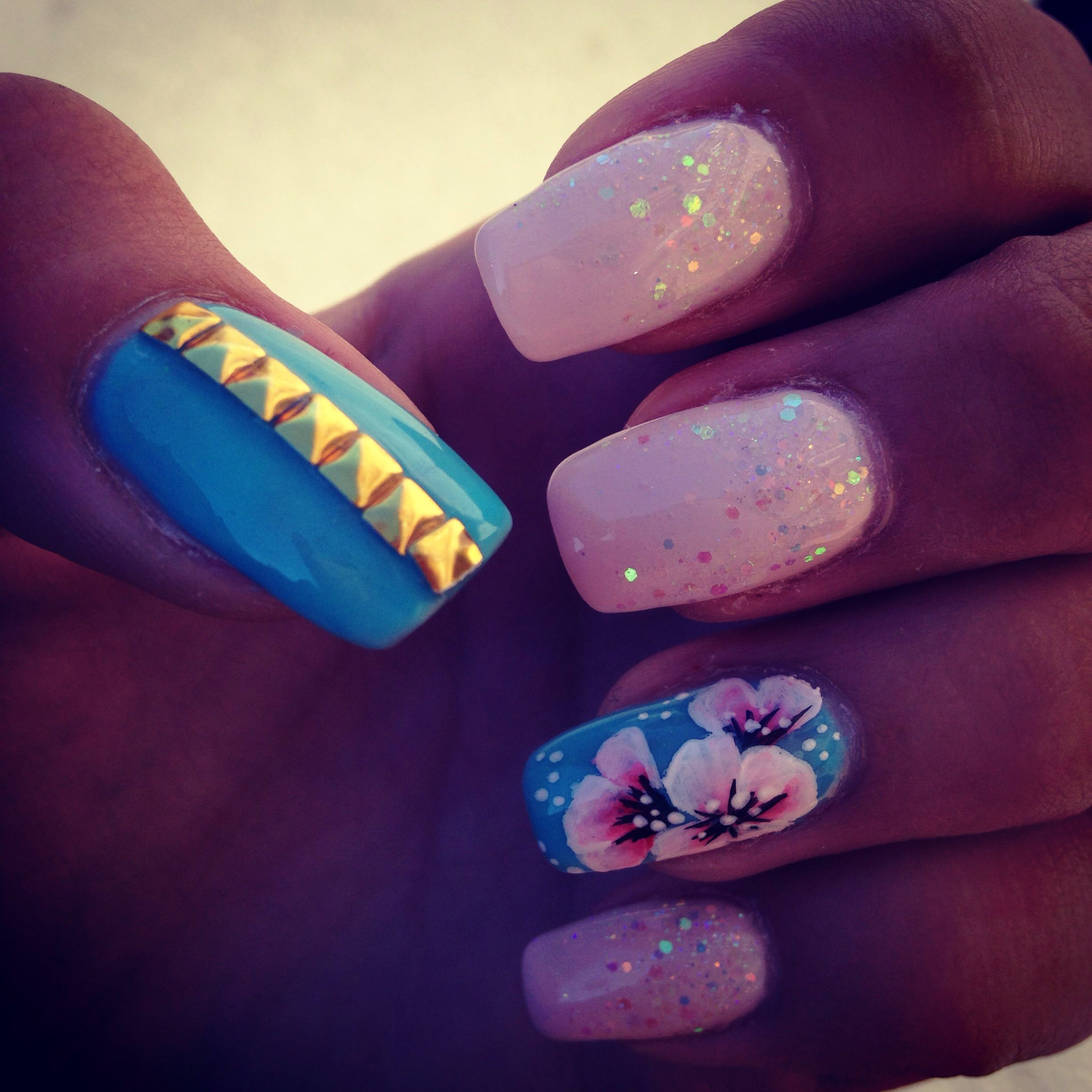 My nails #nailmaster.lv #flowers #gliters