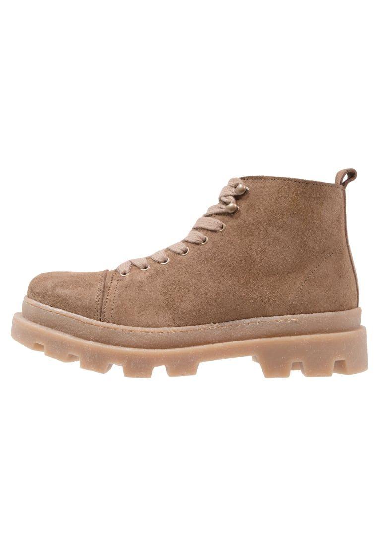 553362f3 ¡Consigue este tipo de botas con cordones de Samsøe & Samsøe ahora! Haz clic