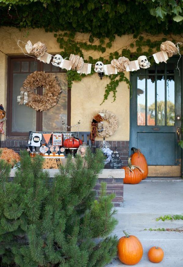 vintage Halloween decor - love the skull head banner Spooktacular