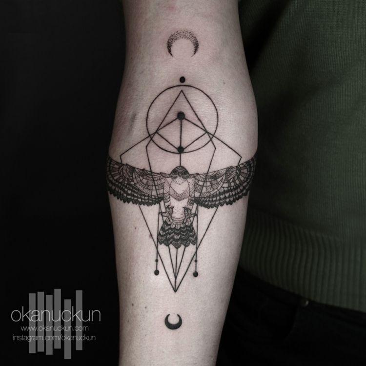 tattoos surrealem design kreise sichelmond falke adler idee unterarm tattoos pinterest. Black Bedroom Furniture Sets. Home Design Ideas