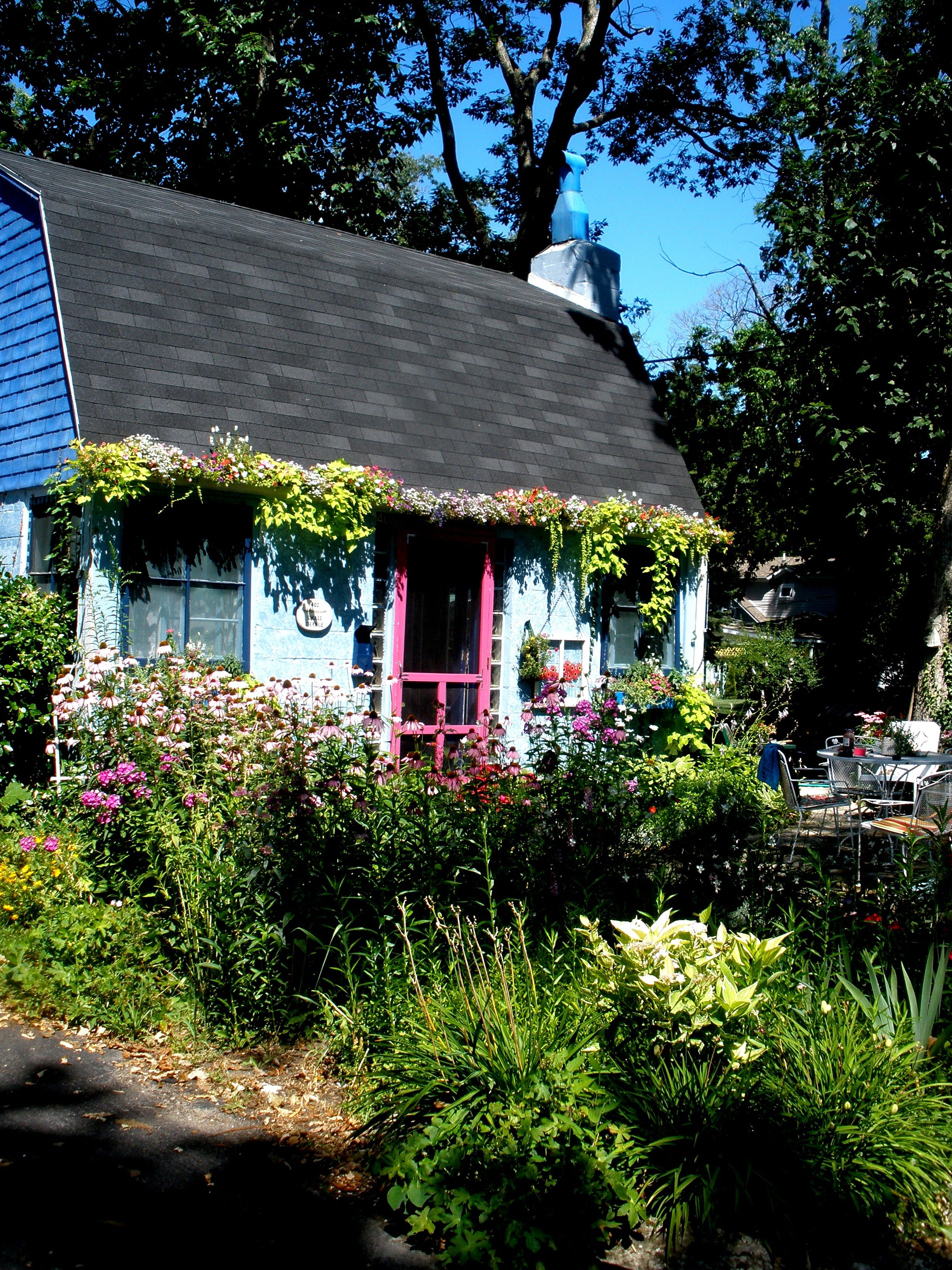 sweet little flower cottage at Lakeside, Ohio photo by Jan