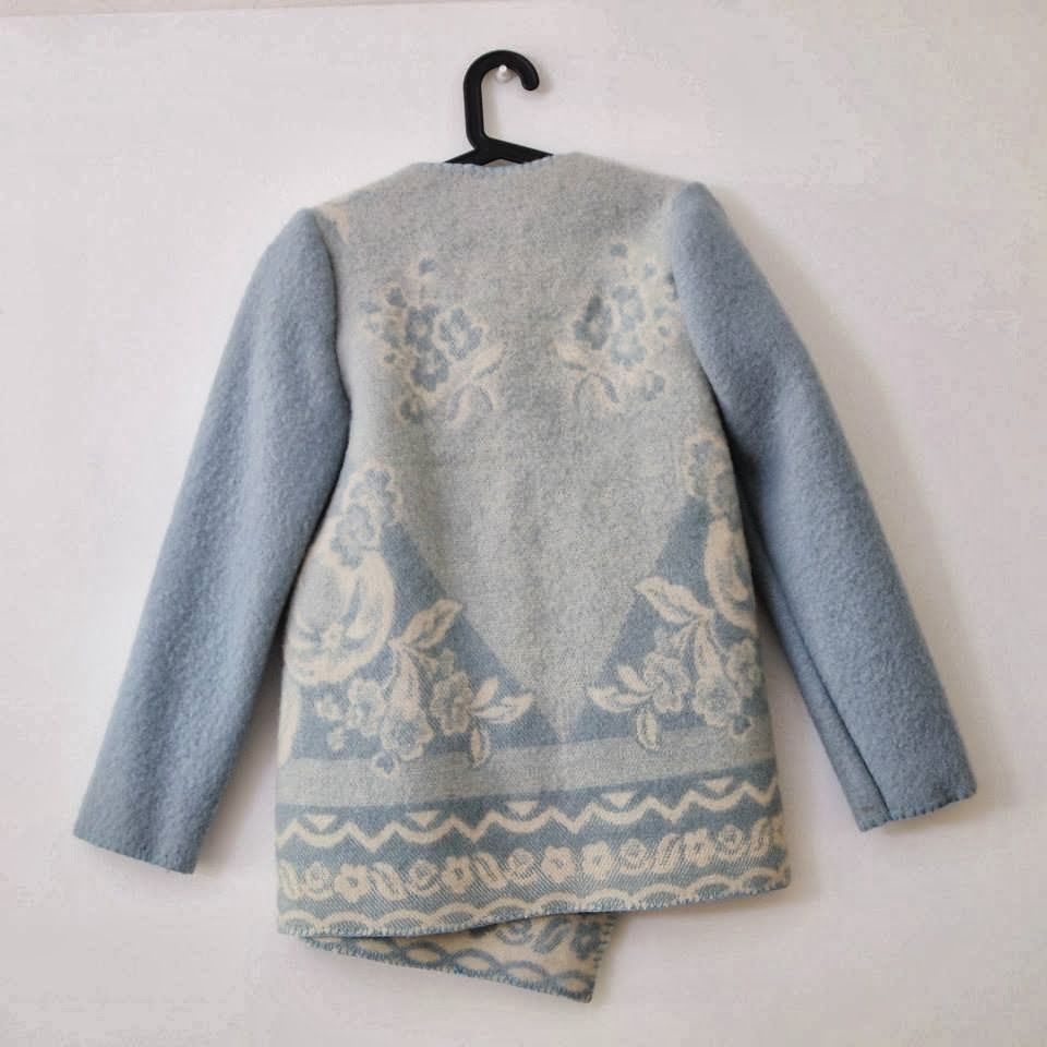 AKADEMIE VOGUE: Wintervacht Coats made out of second hand woolen Dutch blankets! <3 love www.wintervacht.nl