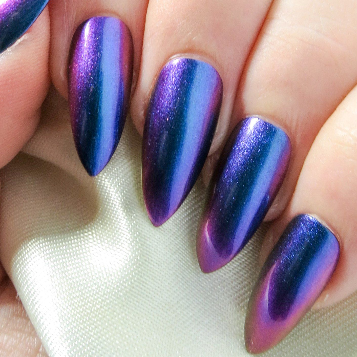 Blue Chameleon Chrome Fake Nails - All Shapes   Sparkle nails ...