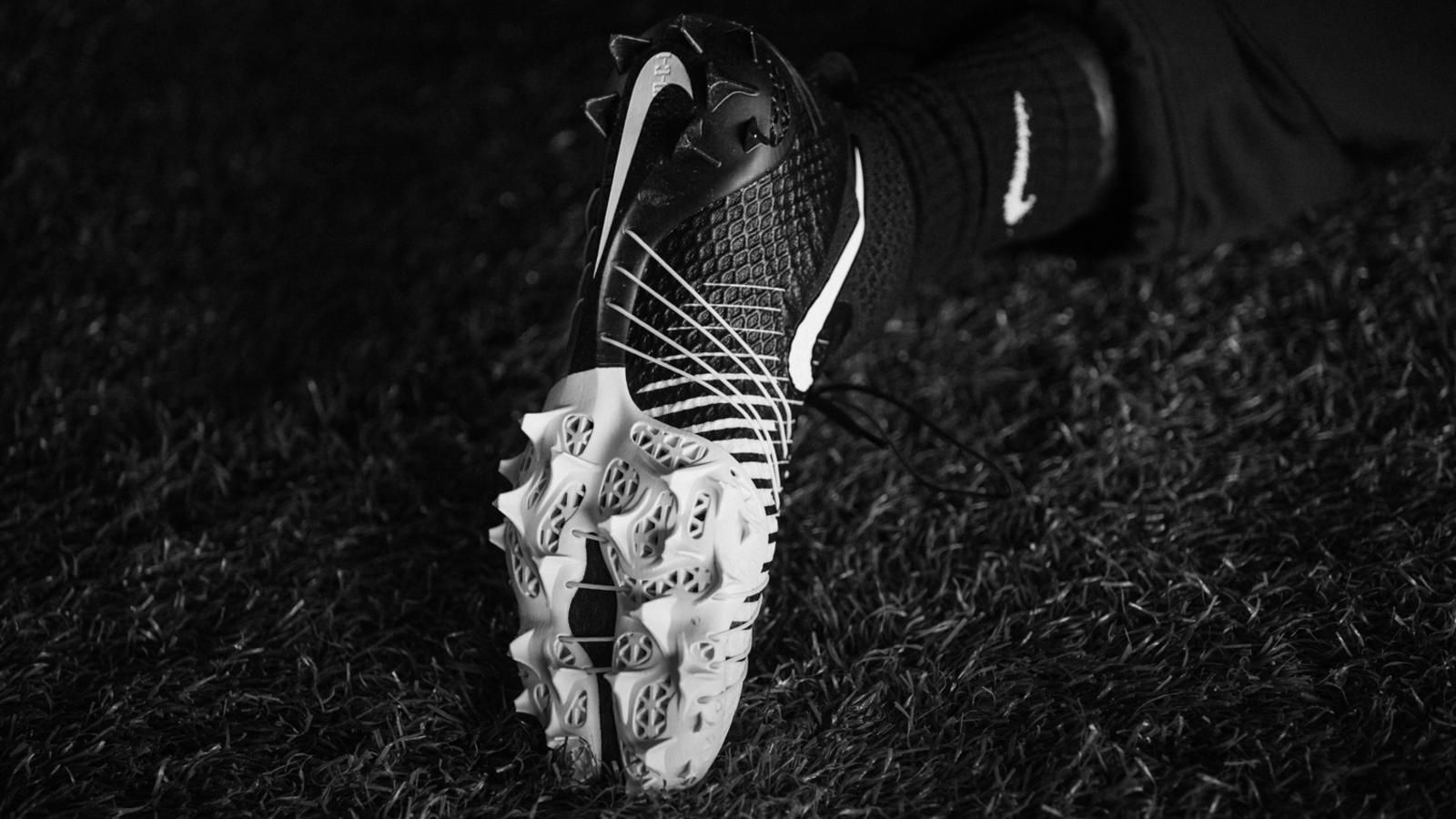 6bf96049590a Nike Vapor HyperAgility Cleat debuts for shuttle drill using SLS plate  construction; One of three cleats influenced by 3D printing technology.