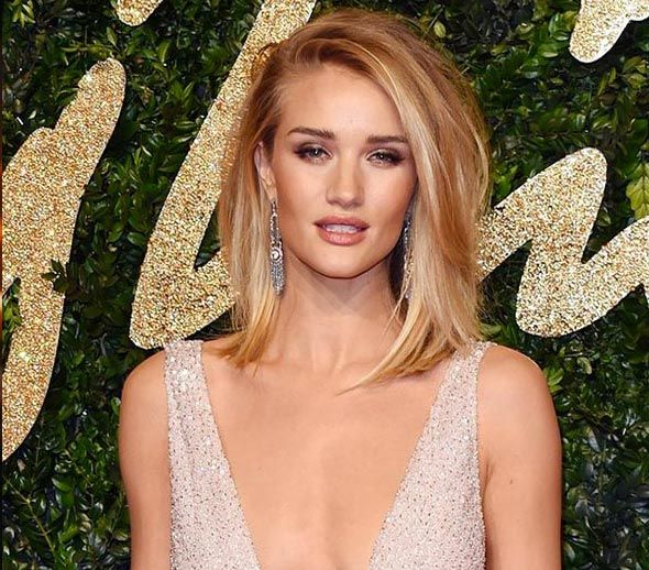 Rosie Huntington Whiteley In Burberry British Fashion Awards 2015
