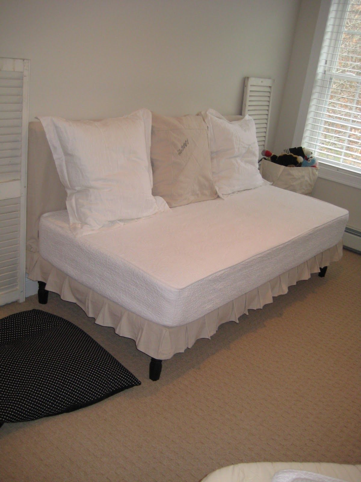 Deux Maison: Twin Sized Upholstered (slip-covered) daybed project completed!
