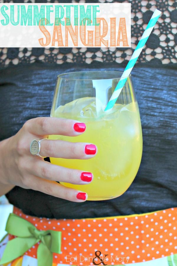 Eat Drink & Be Mary: The Sun, Sand & a Drink in My Hand - Pineapple Sangria
