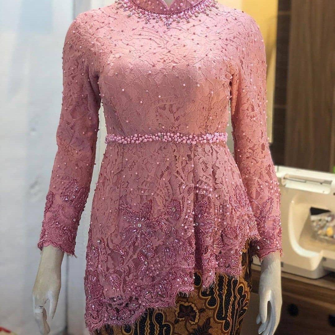 Pin oleh Vita putri Pratiwi di kebaya di 11  Model baju wanita