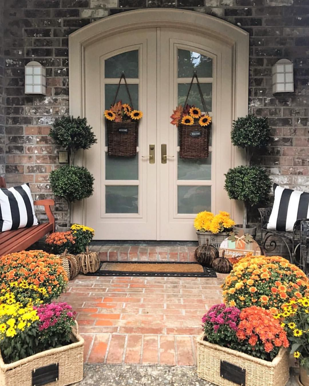 Front Entryway Decorating Ideas The Design Twins: I Haven't Brought Out Any Of My Fall Decor Yet But I'm