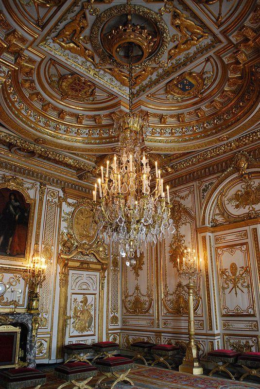 Ch teau de fontainebleau french chateau castles and palace interior - Table des marechaux fontainebleau ...
