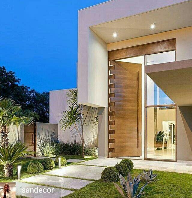 P direito duplo e uma bel ssima porta de madeira for Casas campestres contemporaneas