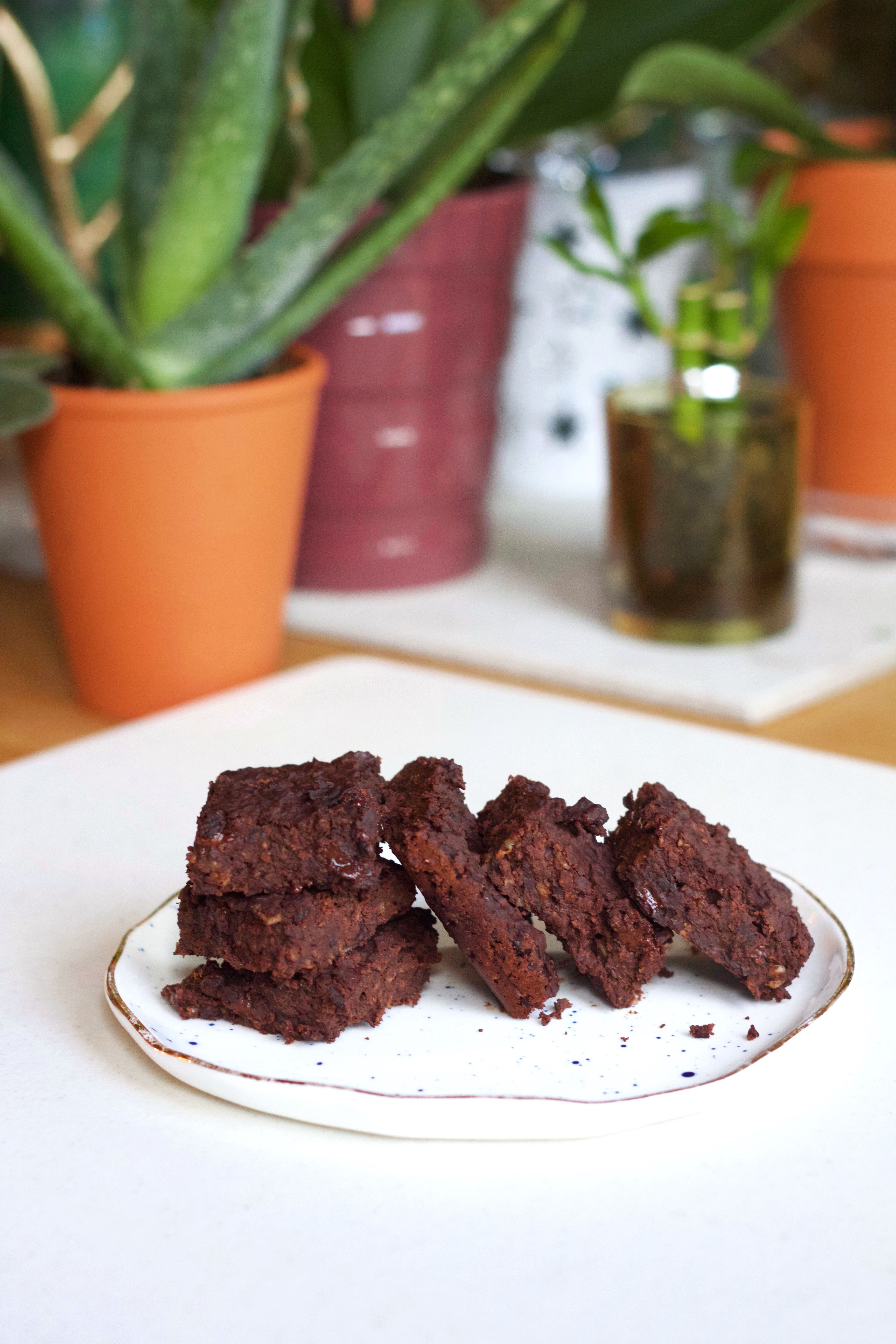 Need a quick snack or something to satisfy that craving of yours? These Vegan Black Bean Protein Brownies will do the ultimate fix! They are completely guilt-free!💪 Every bite is chewy and delicious that keep your taste buds on edge! Surprise your friends and family with Vegan Brownies. Trust me, no one will even know these brownies are made from black beans!  Happy Baking!😍  http://wholeonlife.com/2017/06/01/vegan-black-bean-protein-brownies-no-flour-vegan-2/