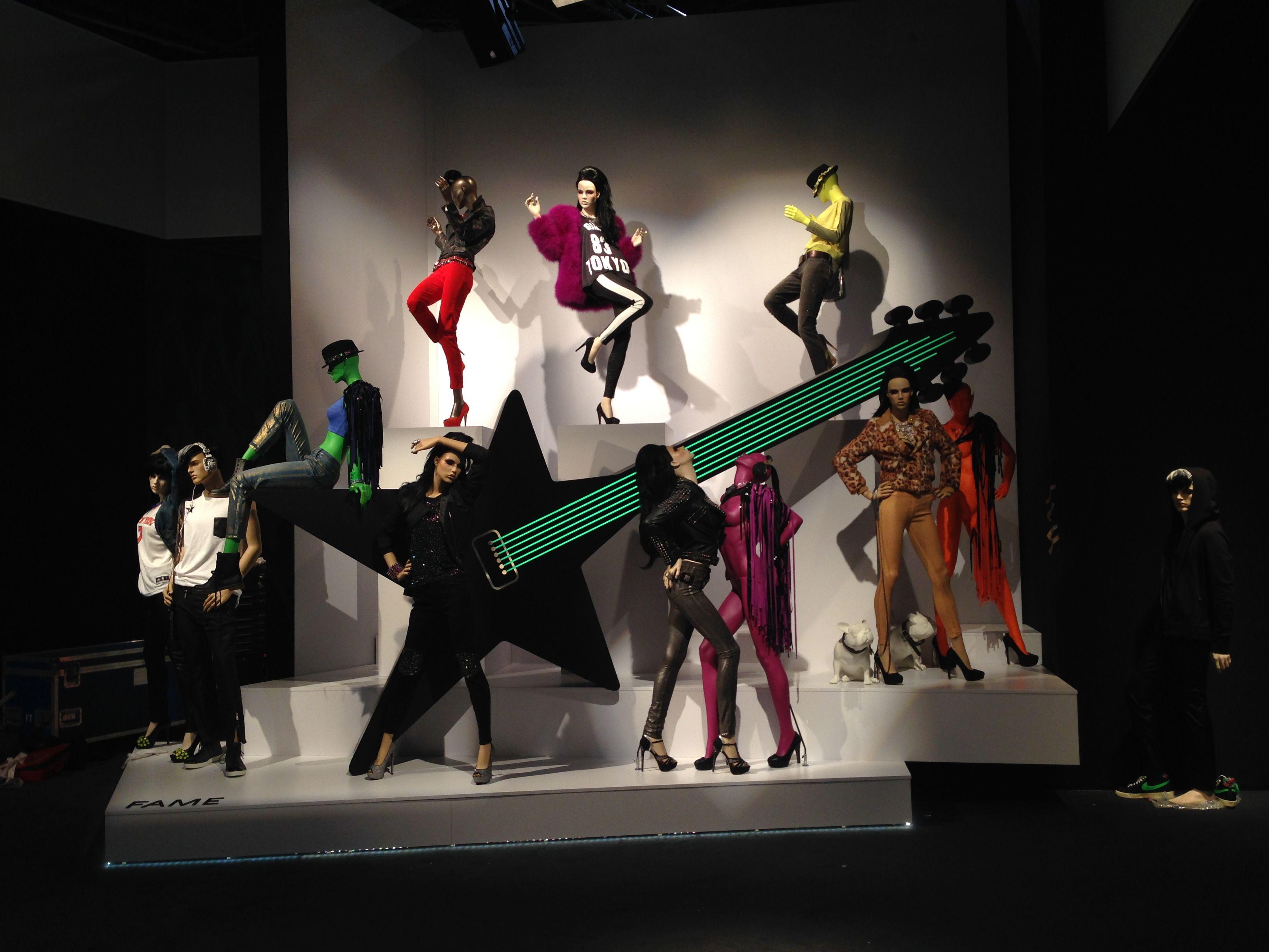 Wir lassen die Puppen tanzen! - Mit GENESIS und Sayonara Visual Concepts auf der EuroShop