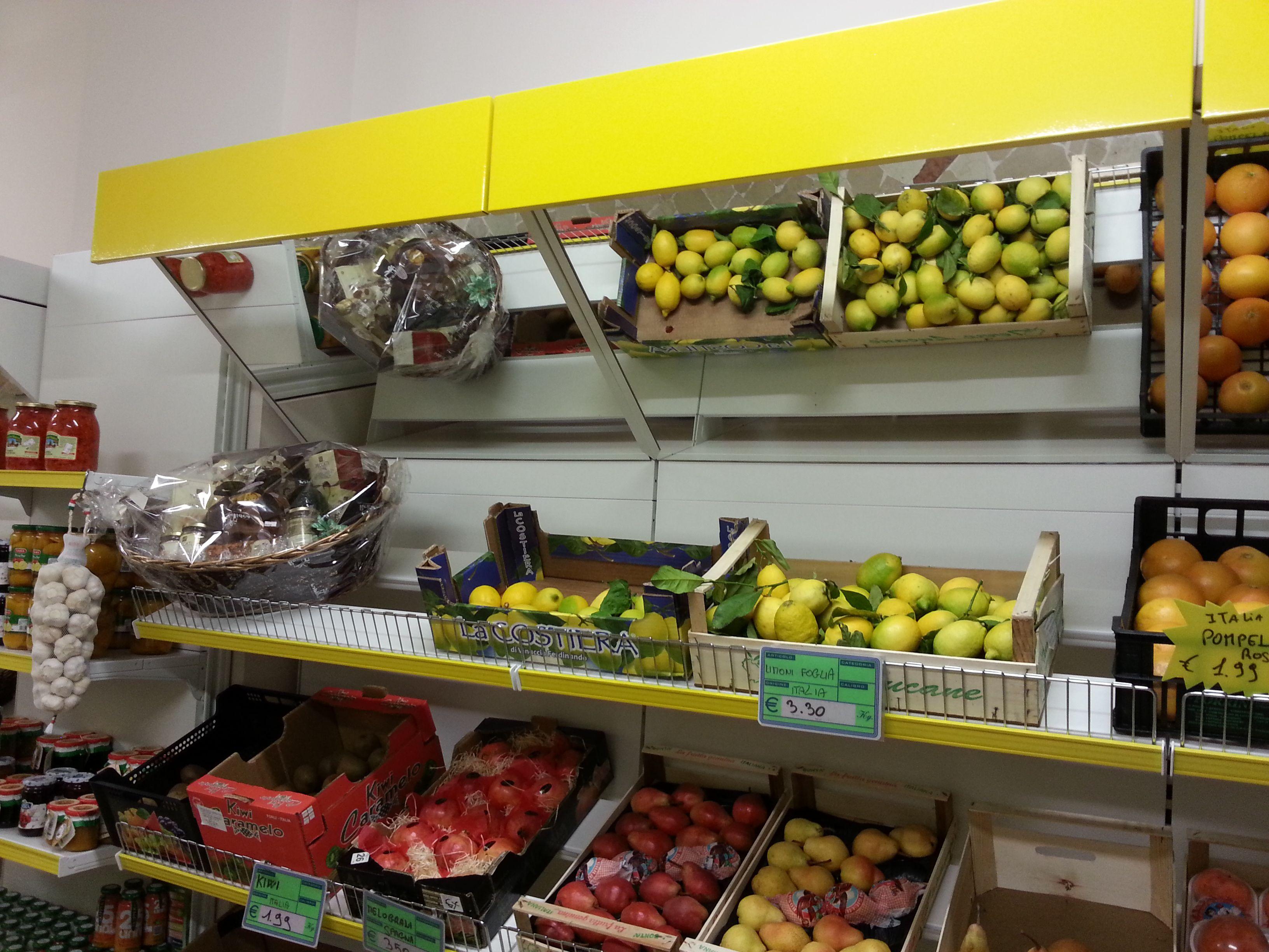 Realizziamo Arredi per Negozi di Frutta e Verdura con