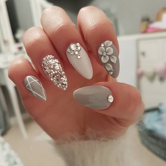 Punta almendra tono gris anular plateado medio blanco con pedrera looking for unique nail designs that just blow you away we have compiled 77 of the very best nail designs for and cant wait for you to see them prinsesfo Gallery