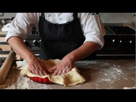 Le Creuset Kitchen Sessions with Pastry Chef Maggie Davidson - Apple Pie - YouTube