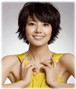 cute flip out at the bottom  thick short hair with bangs
