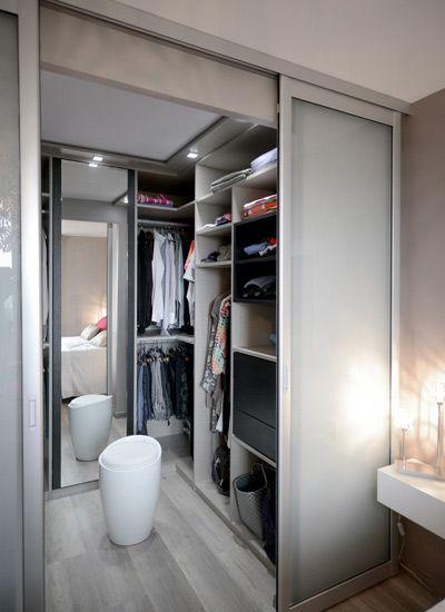 un espace dressing dans la chambre http www m. Black Bedroom Furniture Sets. Home Design Ideas