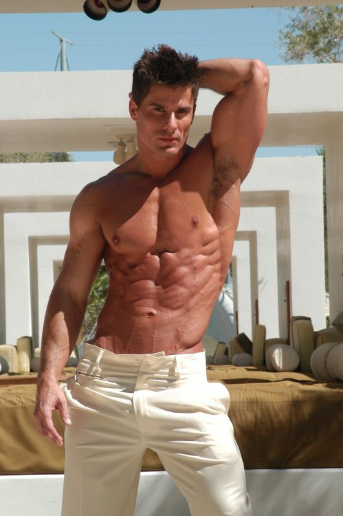 Muscled Mature Guy Stripping