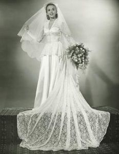 Wedding Gowns From The 1930s Ehow Wedding Gowns Vintage 1940s Wedding Dress Wedding Dresses
