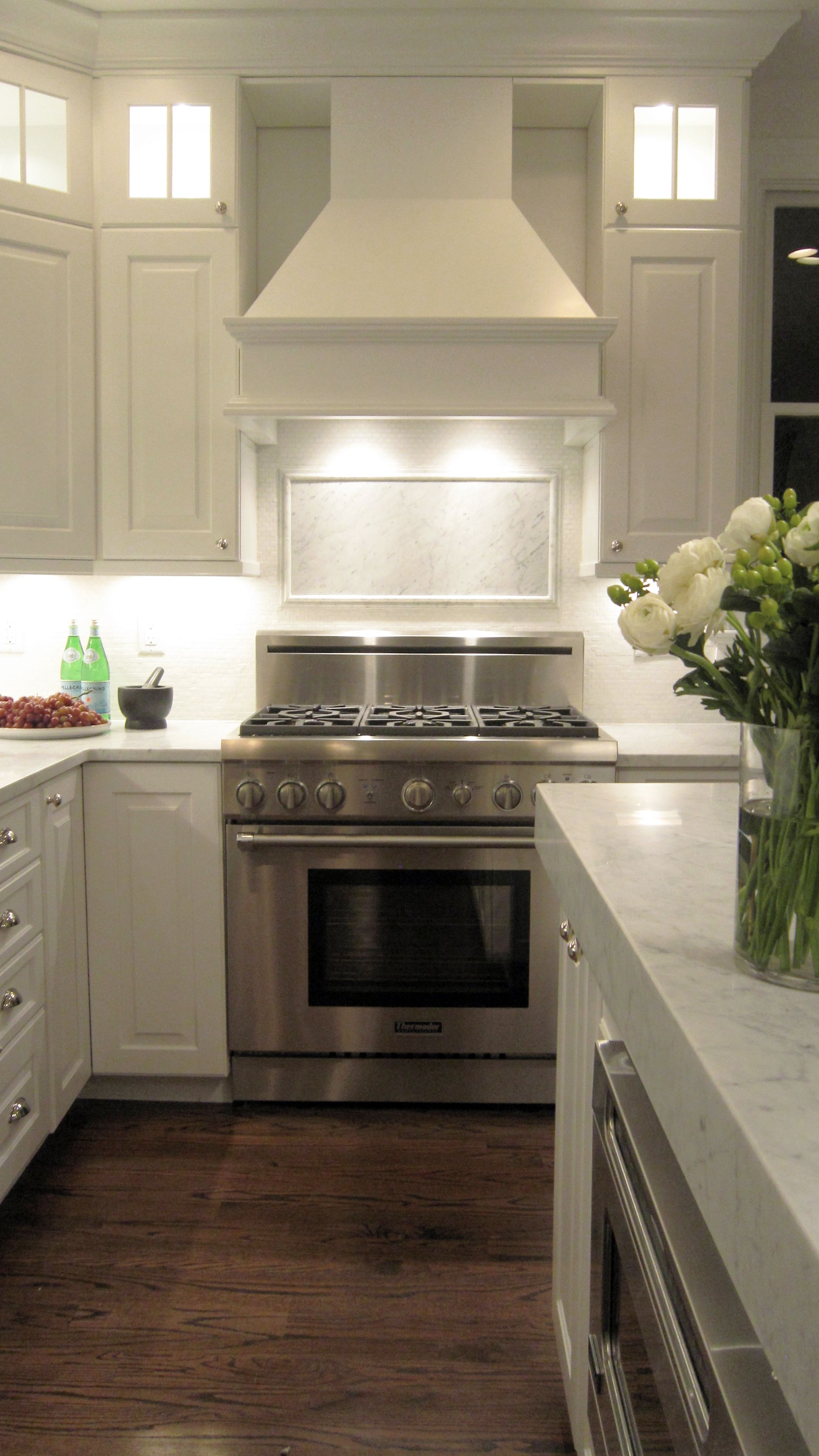 Beacon st kitchen carrara marble countertops and accent for Kitchen medallion backsplash