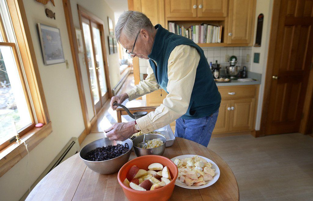 Vintage Mincemeat Recipe Connects Retired Clergyman To His English Roots The Portland Press Herald Ma Minced Meat Recipe Vintage Holiday Recipes Mince Meat