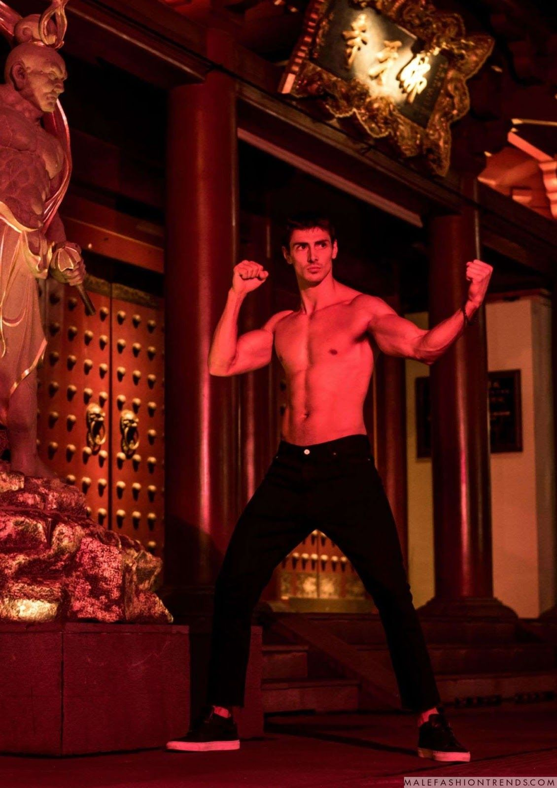 Male Fashion Trends: Elliott Law de noche en Chinatown para COOL Magazine Singapur