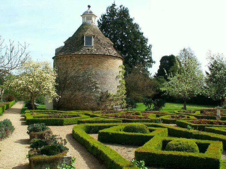 Rousham Gardens, Oxfordshire — Parterre & Dovecote