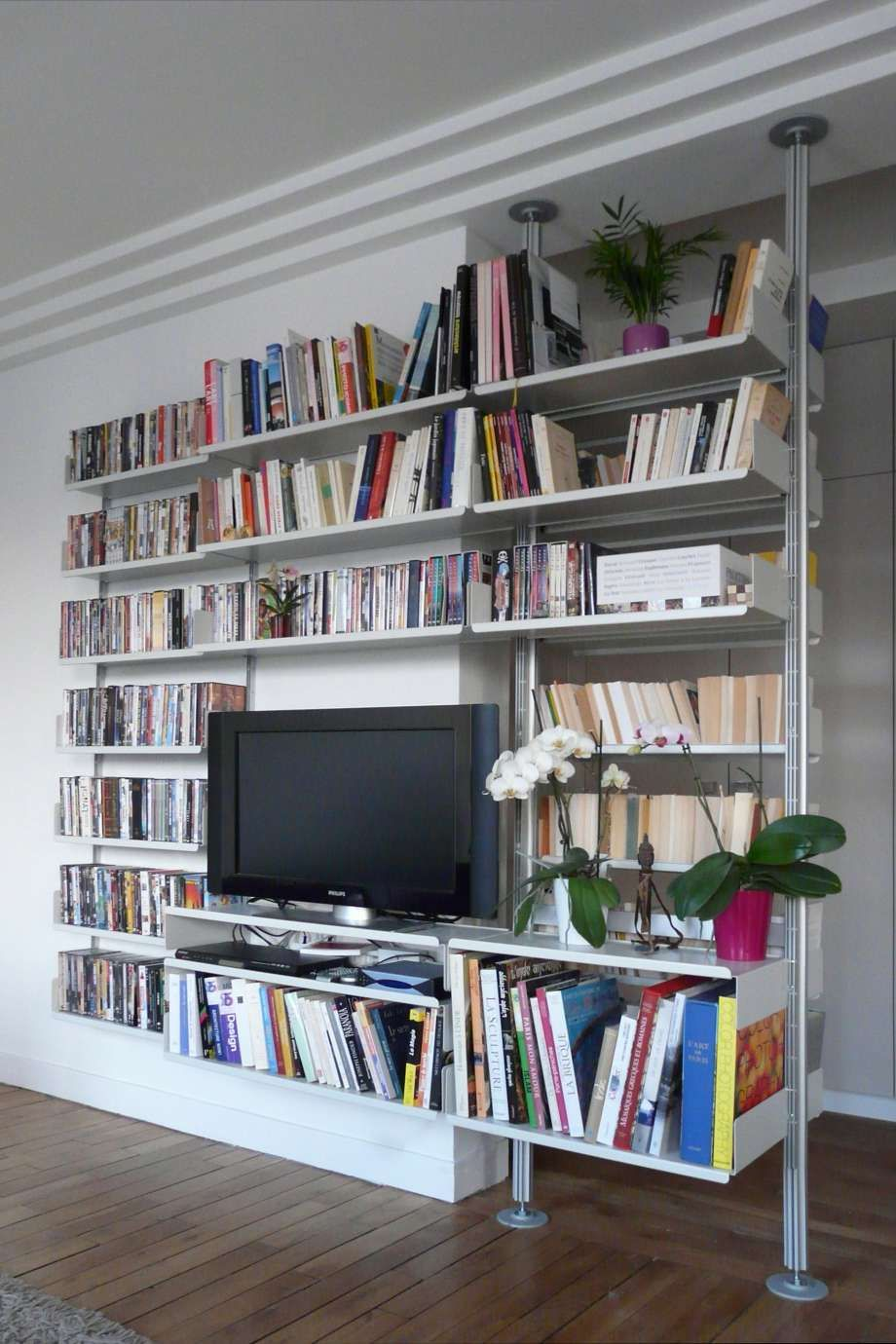 Shelves run on when walls run out: this system moves from wall ...