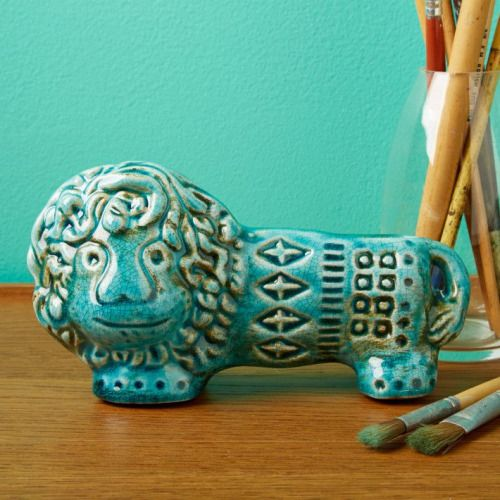Lion Paperweight from Tozai Home